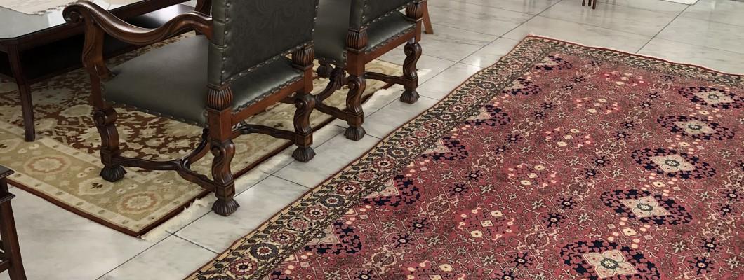トルコ大使館の絨毯をクリーニングと修理をしました。