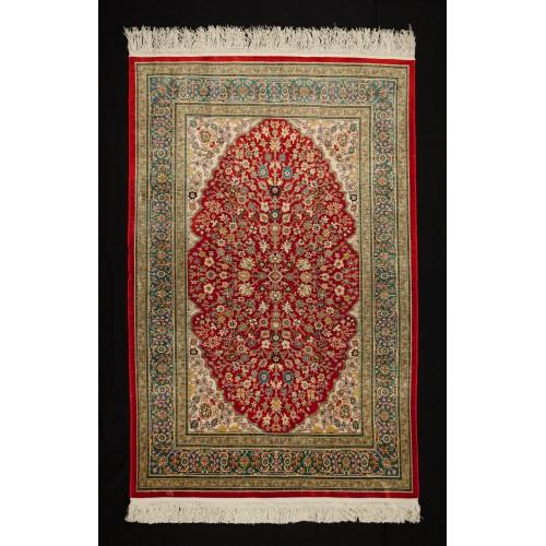 ヘレケシルク絨毯
